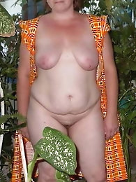 Matures sexy in the garden and yard